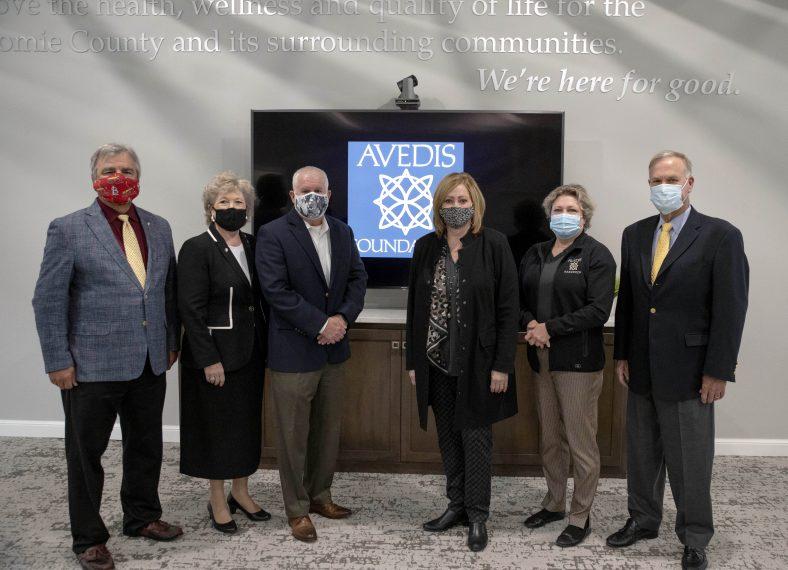 Avedis representatives donate to SSC Educational Foundation